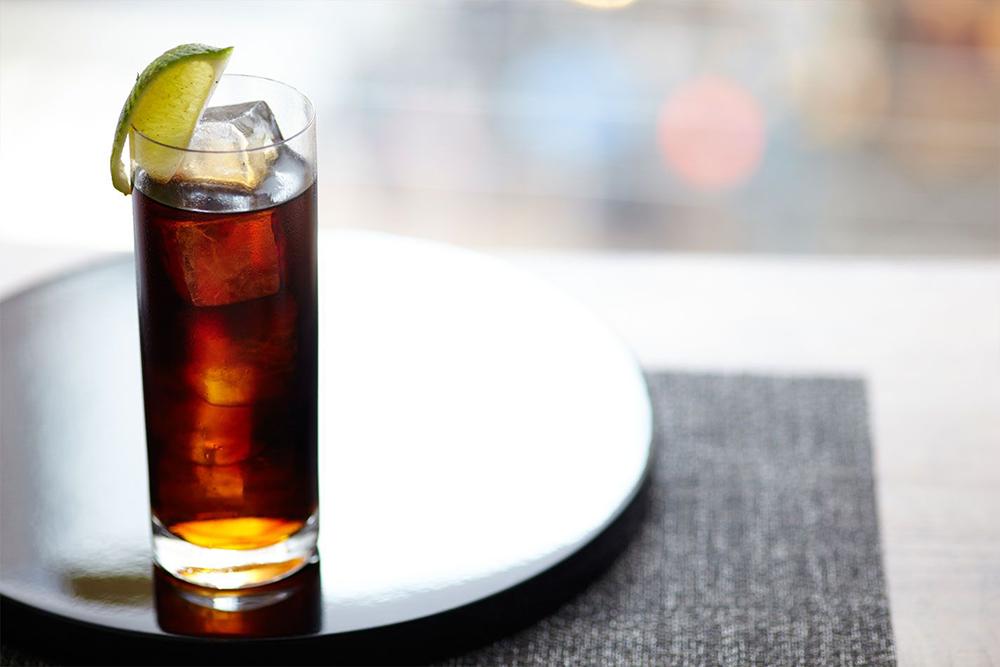 Vodka colával (Fotó: www.thebar.com)